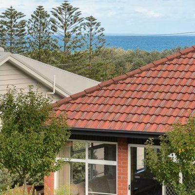 Gerroa holiday house southerly change backyard views